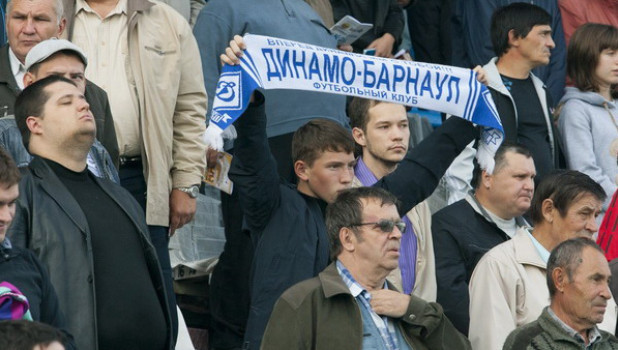"""Болельщики барнаульского """"Динамо""""."""