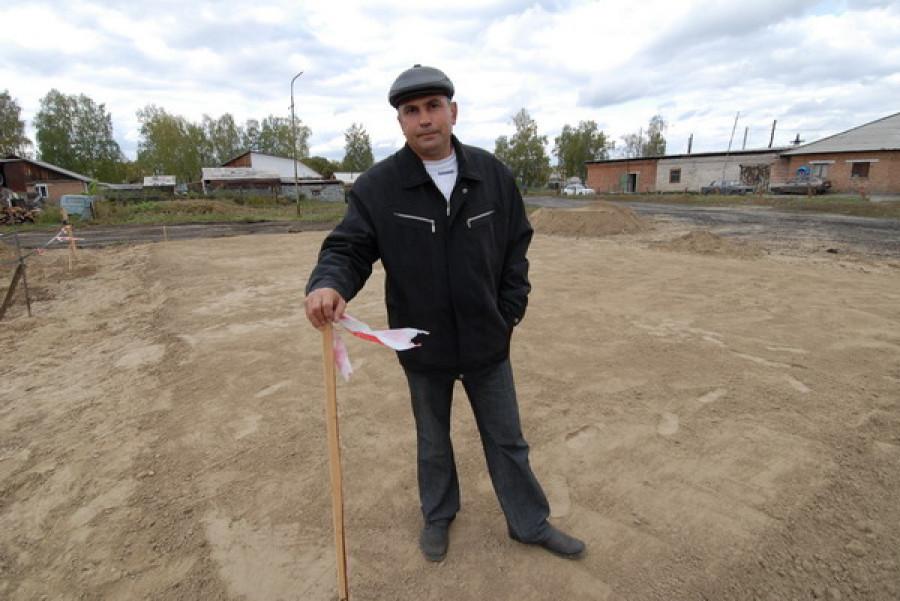 Олег Боронин на строительстве новой котельной в Сибирском.