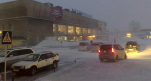 Барнаульский автовокзал в метель.