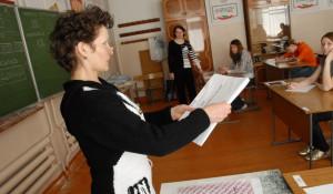 Барнаульские школьники из школы № 126 сдают ЕГЭ по русскому языку. 29 мая 2009 года.