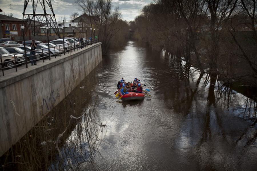 Экологический сплав по Барнаулке в честь 20-летия сплава по Пивоварке. Барнаул, 28 апреля 2013 года.