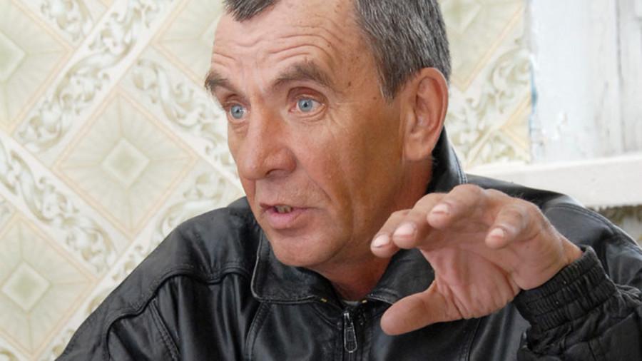 Алексей Кобяков гордится местным клубом. Немного их осталось в селах.