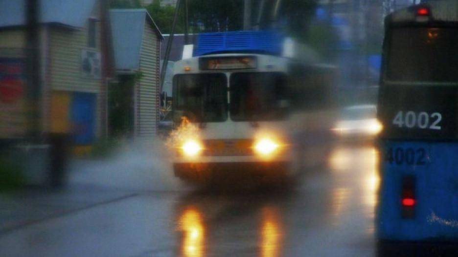 Барнаульский троллейбус в дождь.