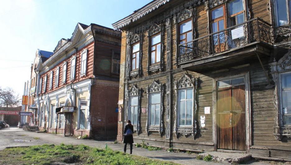 Барнаульцам на экскурсии рассказали о деревянных памятниках архитектуры.