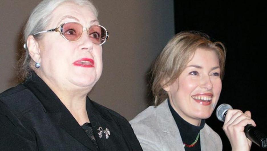 Лидия Федосеева-Шукшина и Мария Шукшина на Шукшинских чтениях.