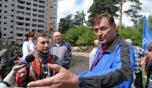 Обанутые барнаульские дольщики на встрече с депутатом Госдумы Александром Хинштейном.