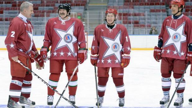 Путин и Лукашенко сыграли в хоккей.