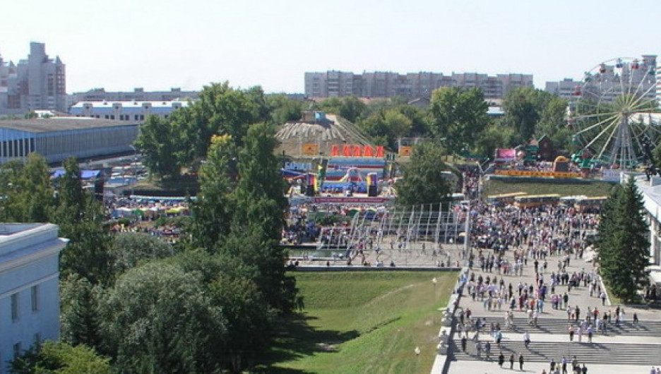 День города на площади Сахарова.