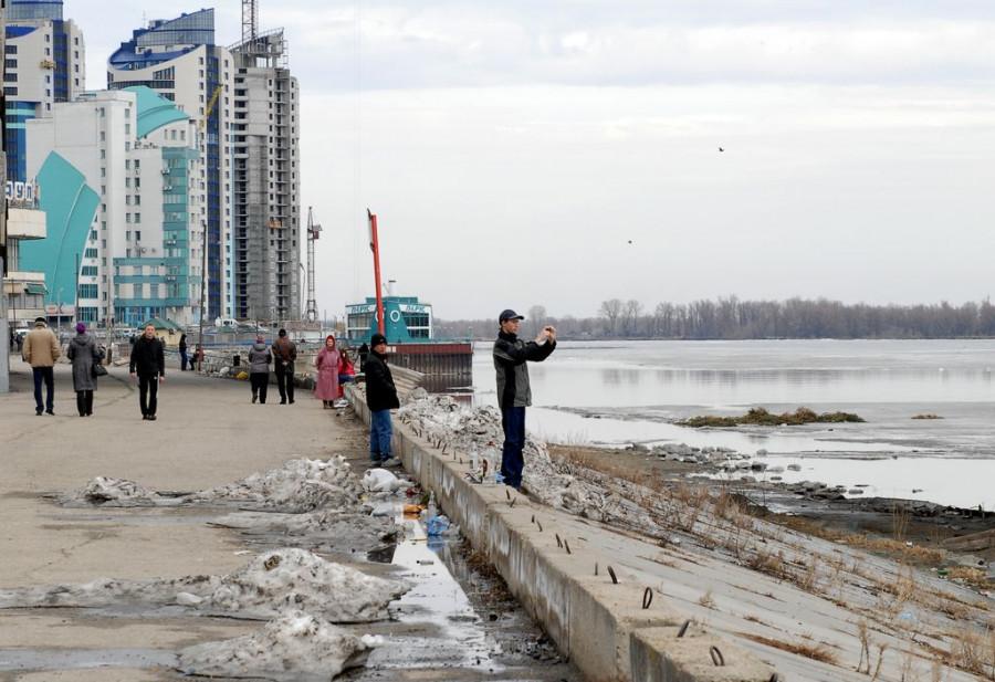 В Барнауле напротив речного вокзала Обь очистилась ото льда. 31 марта, 2014 год.