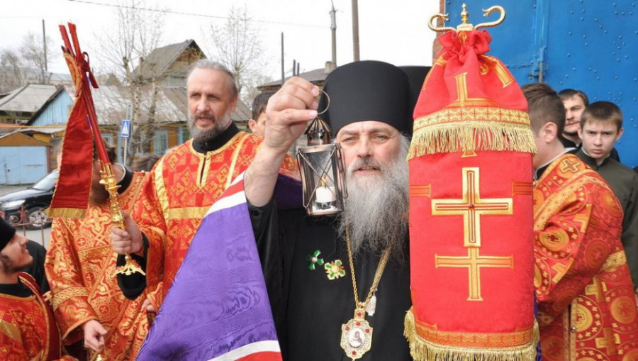 Благодатный огонь привезли в Барнаул.