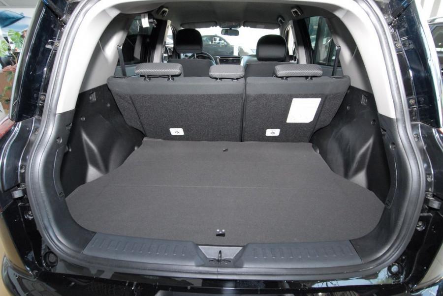 Номинальный объем багажника составляет 570 литров, чего вполне достаточно для повседневных нужд.