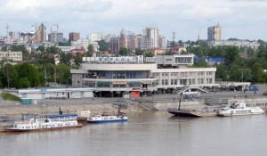 Обь у речного вокзала Барнаула. 1 июня 2014 года.