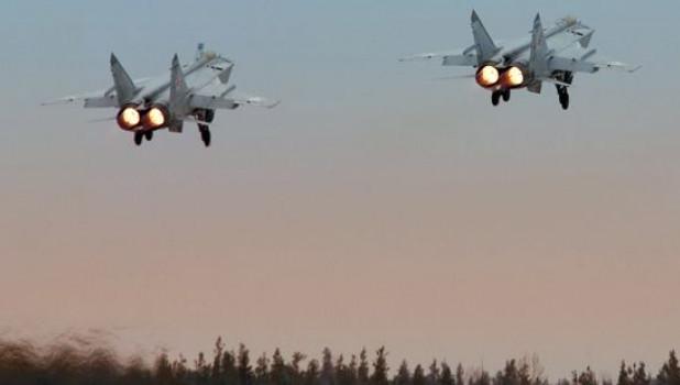 Опубликовано видео перехвата американского самолета-разведчика двумя Су-35