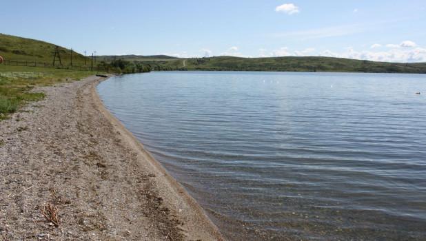 Отдых на двух известных озерах: Колыванском в Змеиногорском районе и Белом в Курьинском.