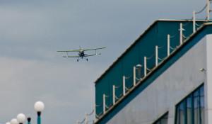 В Барнауле к Дню авиации устроили авиашоу. 17 августа 2014 года.
