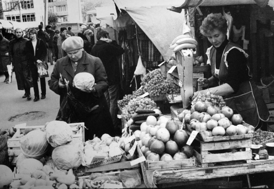 Торговля в Барнауле в 90-е годы ХХ века.