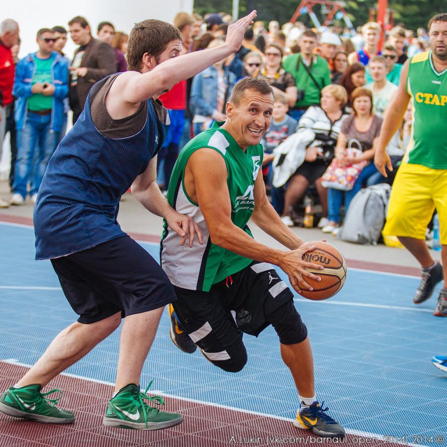 "Чемпионат Сибири по уличному баскетболу ""Barnaul Open 2014"".  Барнаул, 30 августа 2014 года."