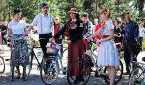 В Барнауле прошел ретро-велопробег. 6 сентября 2014 года.