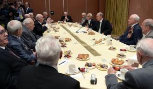 Владимир Путин встретился с российскими ветеранами – участниками Великой Отечественной войны. Уистерам, 6 июня 2014 года