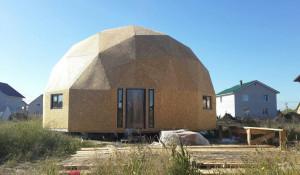 В Барнауле строят коттедж-купол.