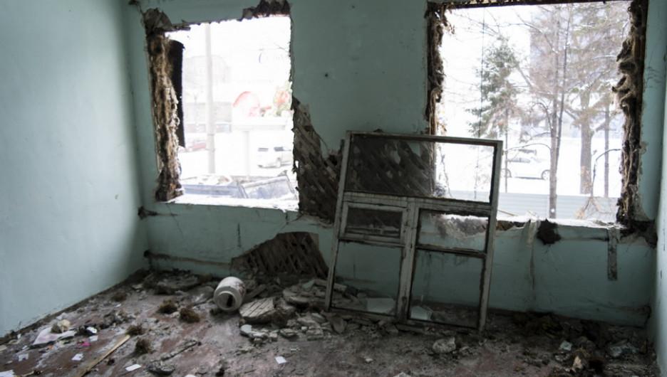 В центре Барнаула сносят барак.
