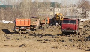 Строительство бийской дамбы.