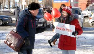 В канун Дня святого Валентина барнаульцы целовались, обнимались и признавались в любви на улице.
