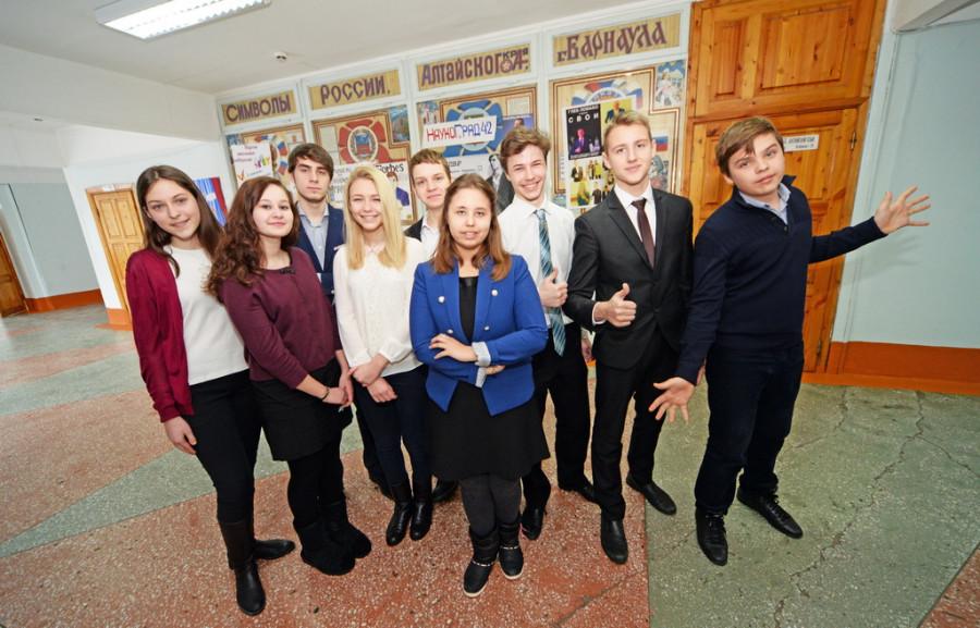 Кандидаты в градоначальники гимназии № 42 и их помощники.