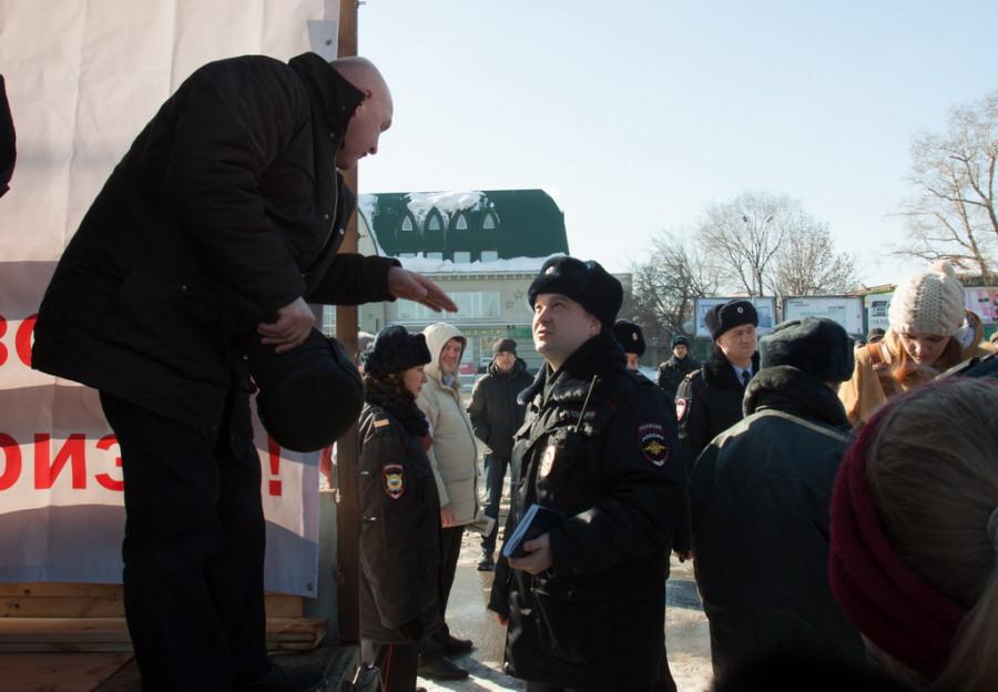 В Барнауле прошла антикризисная и антивоенная акция. 1 марта 2015 года.