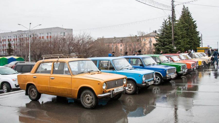 Парад ВАЗ-2101 в Барнауле