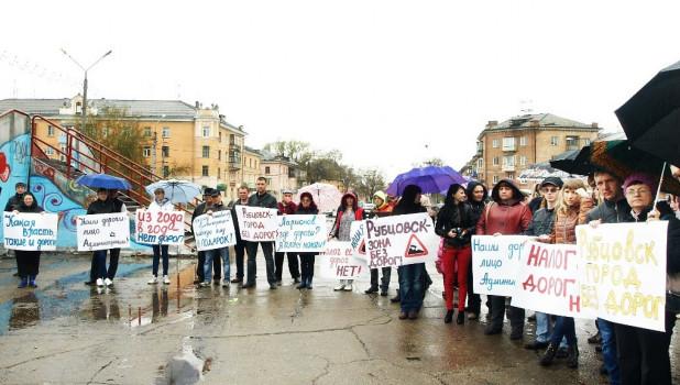 Акция протеста против плохих дорог в Рубцовске
