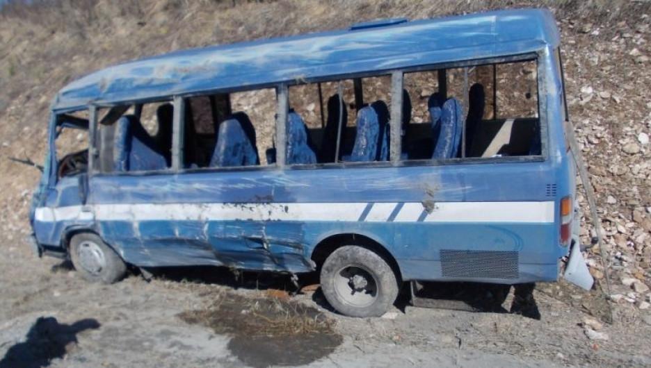 В Усть-Канском районе перевернулся автобус с туристами. 1 мая 2015 года.