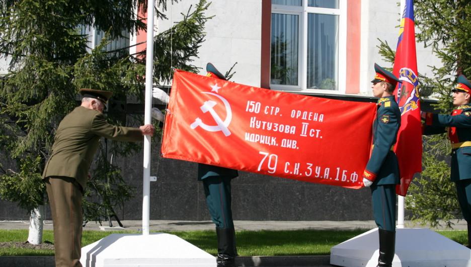 """Шествие """"Бессмертного полка"""" и войск Барнаульского гарнизона. 9 мая 2015 года."""