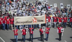 """""""Бессмертный полк"""" в Барнауле 9 мая 2015 года."""