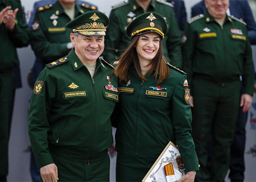 Сергей Шойгу присвоил очередные воинские звания олимпийским чемпионам.