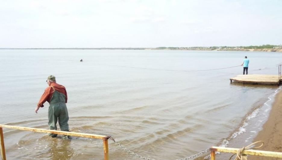 Водоемы Алтайского края готовят к началу пляжного сезона.
