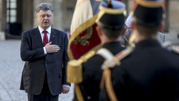 """Украинские дипломаты стыдились """"регулярно мятых штанов"""" Порошенко"""