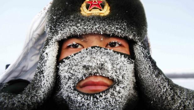 Пограничник на границе Китая и России, 10 декабря 2014.