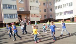 Дворовый праздник Дня защиты детей в Барнауле.