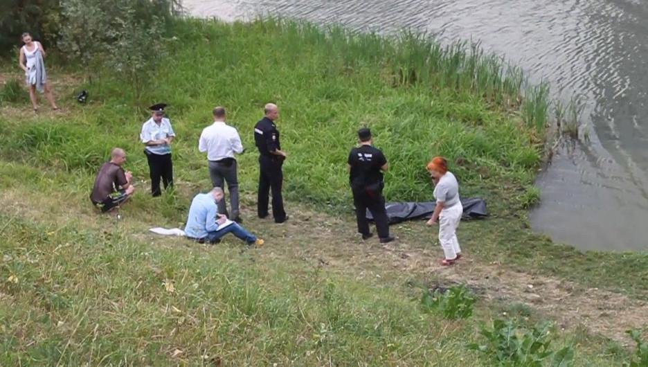 На Дружном достали утонувшего мужчину.