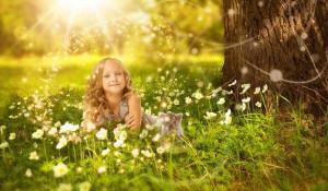 Лес отлично восстанавливает силы ребенка и учит его любить природу.