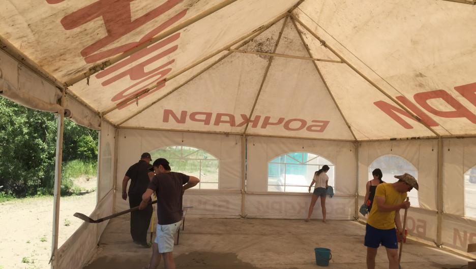 Завершается подготовка к открытию пляжа на острове Помазкин.