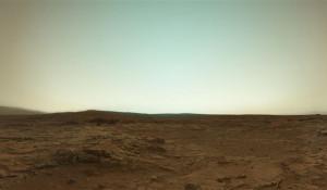 Марс в своем истинном цвете, снятый марсоходом Curiosity.