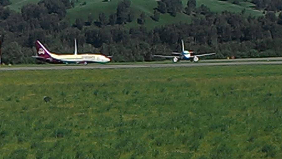 Самолеты в аэропорту Горно-Алтайска. 23 июня 2015.