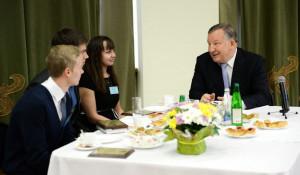 На Алтае вместо бала медалистов провели встречу с губернатором