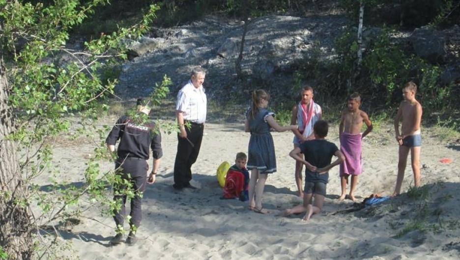 В Барнауле проверяют места несанкционированного купания.