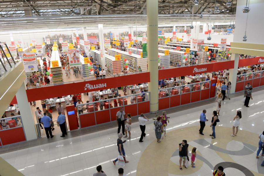 """В Барнауле открыли первый на Алтае магазин торговой сети """"Ашан"""". 29 июня 2015 года."""