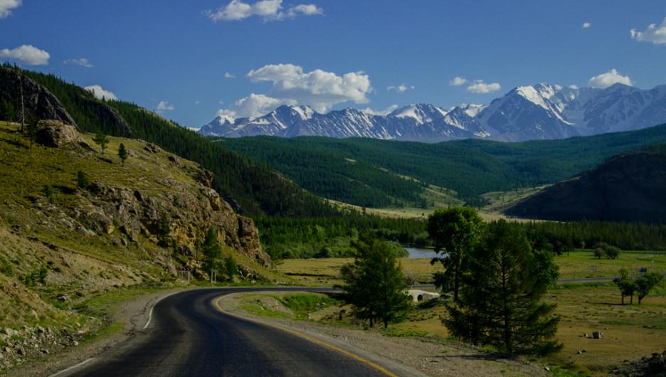 Чуйский тракт. Алтайские горы.