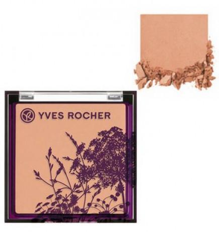 Компактная пудра от Ив Роше обладает легкой шелковистой текстурой, равномерно наносится — 429 рублей (магазин «Ив Роше»).