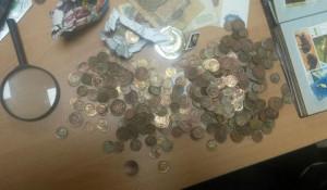 На Алтае изъяли старинные монеты и купюры.